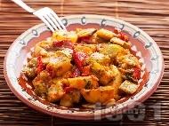 Рецепта Постен зеленчуков гювеч с картофи, чушки, тиквички, лук и бамя в глинен съд на фурна